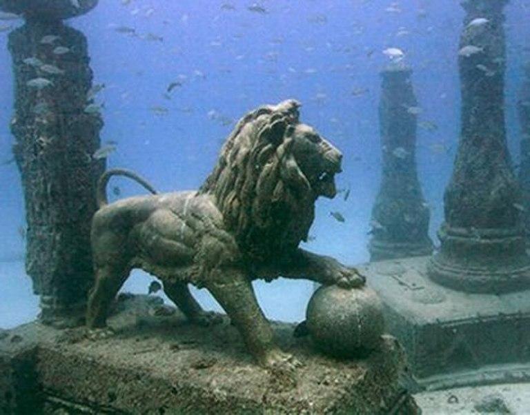 Palatul Cleopatrei scufundat acum 1600 de ani a fost descoperit in apropierea Alexandriei (foto ImgAce com)