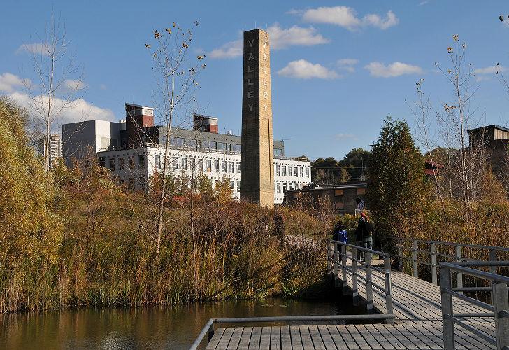 Centrul pentru Orase Verzi 2 - Veche fabrica din Toronto transformata in Centrul pentru Orase Verzi