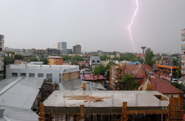 De la fundatie la acoperis, umiditatea e nociva pentru structura casei (foto: Alina Miron) - De la fundatie la acoperis, umiditatea e nociva pentru structura casei (foto: Alina Miron)