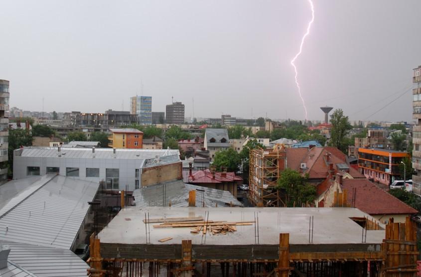 De la fundatie la acoperis umiditatea e nociva pentru structura casei (foto Alina Miron) - De