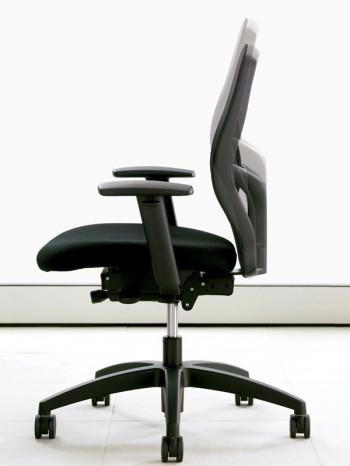 Scaunele de birou T3 se muleaza perfect pe conformatia corporala a utilizatorului - Scaunele ergonomice T3 de la Teknion, confort garantat la masa de lucru