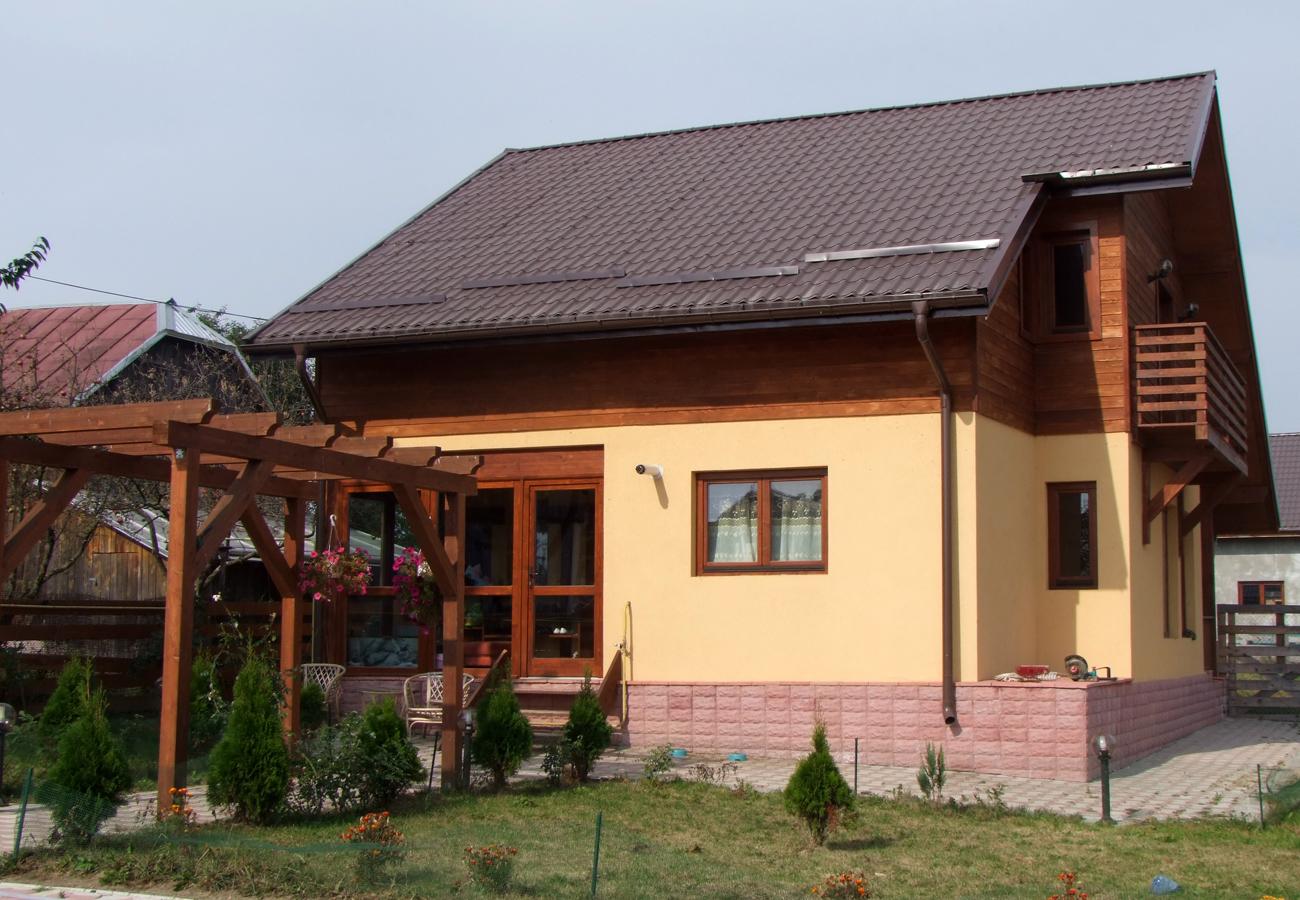 Lucrari de referinta casa din lemn dornaforest for Case de lemn pret 10000 euro