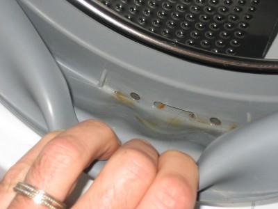 Foto: mah2400aww.com - Apa care se aduna in garnitura hubloului - inchiderea nu se face etans