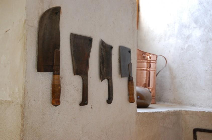 Cutite de bucatarie intr-un castel frantuzesc de pe Valea Loarei (foto Alina Miron) - Cutite de