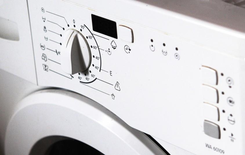 Multe masini se spalat altfel performante ajung la 75 decibeli cand storc rufele - Multe masini