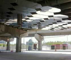 Underpass Park - Reflexii sub o strada suspendata din Toronto - Instalatie artistica Mirage