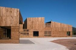 Casa pentru trei surori 3 - O casa pentru trei surori combina nevoile familiilor si designul spaniol