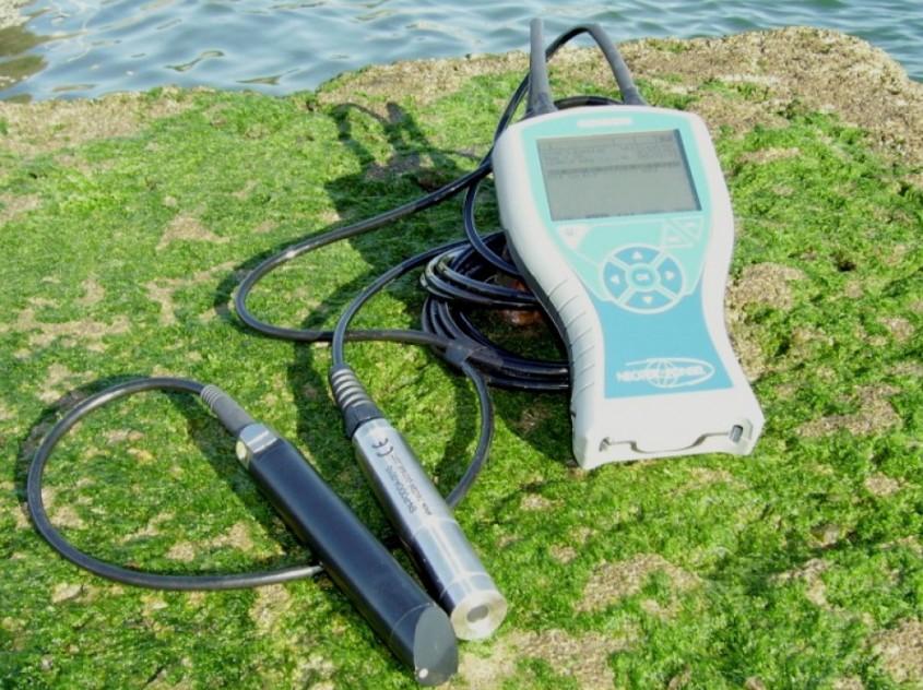 Cu un pH-metru se pot masura aciditatea si alcalinitatea apei (www isodaq co uk) - Cu