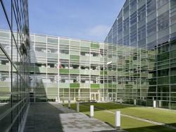 SKC Bratislava7 - O casa intoarsa cu josul in sus, un mod ciudat de a decora sediul companiei