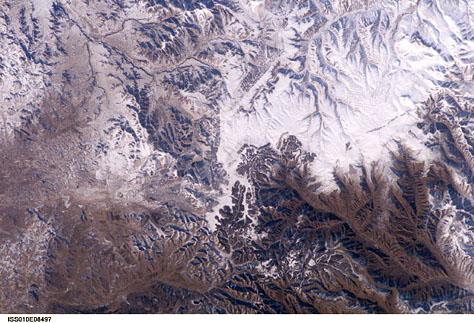 Foto NASA, de pe un satelit cu orbita joasa.  - Se zice ca Marele Zid Chinzesc se poate vedea de pe Luna... Voi il vedeti?