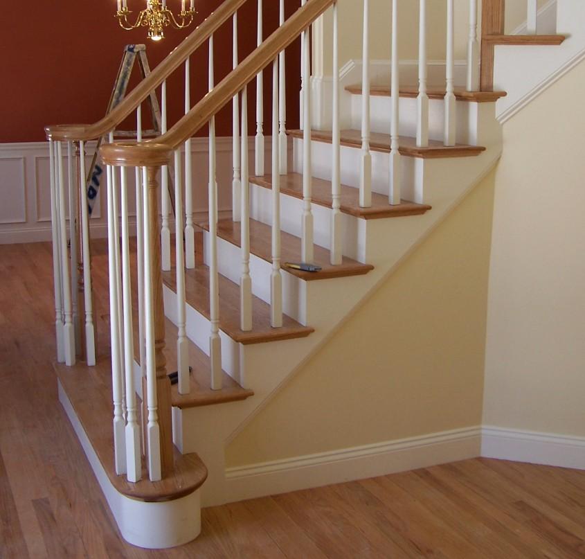 Varianta treapta poate fi placata iar contratreapta varuita sau vopsita (foto mantlesandstairs com) - Varianta treapta