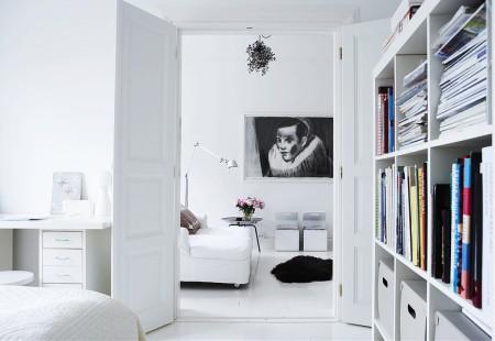 Foto via www.homeincast.com - Metode de a imblanzi combinatia alb-negru: nuante de crem sau mici pete de culoare