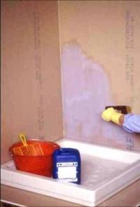 Aplicare amorsa Primer G - Hidroizolare baie - Mapegum WPS