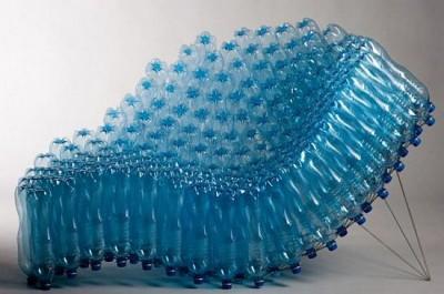 Un fotoliu foarte comod, din peturi de plastic, creat de Pawel Grunert - Designeri din cele mai diverse colturi ale lumii sunt inspirati de tema reciclarii