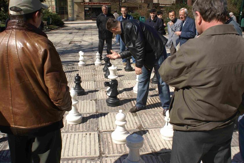 Un sah de strada in Sarajevo (foto via www xperdyne com) - Un sah de strada