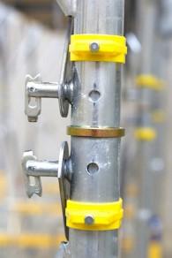 Imbinari rigide prin conectori de rama galbena - Schela portanta Staxo 40