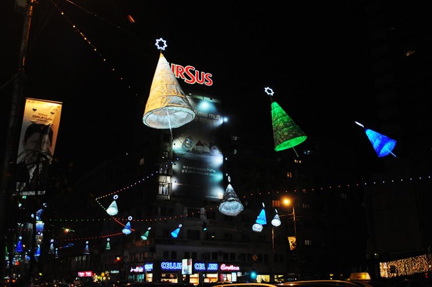 Lampioanele de pe bulevardul Magheru Bucuresti final de 2012 (foto Alina Miron) - Luminile transforma realitatea
