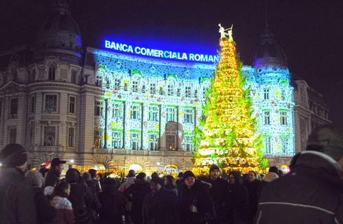 La Bucharest Christmas Market a fost instalat anul acesta cel mai mare brad din Capitala - La Bucharest Christmas Market a fost instalat anul acesta cel mai mare brad din Capitala