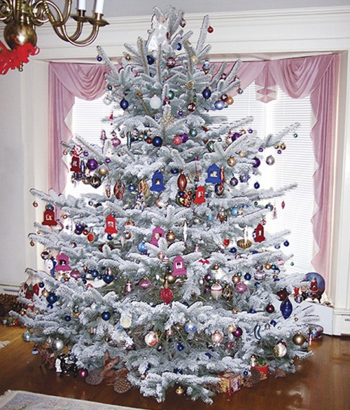 Foto via ideastodecorate.com - Si alte cateva interioare cu brazi albi