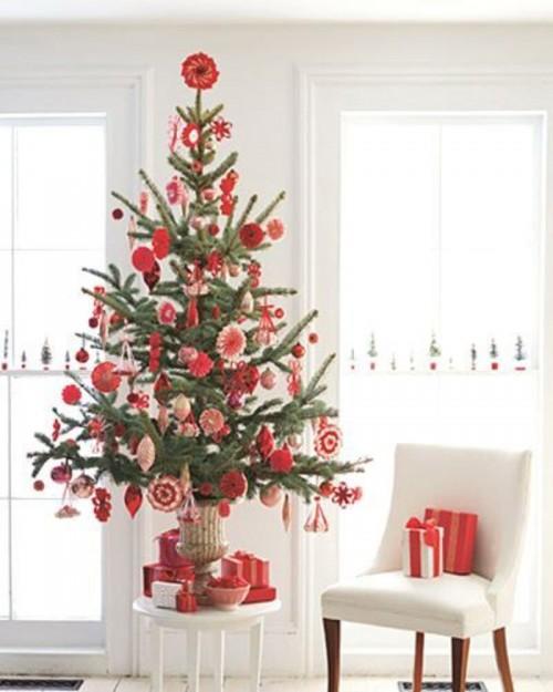 Foto via www.hometrendesign.com - Alte idei de suporturi (asortate cu decoratiunile folosite in brad)