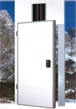 Usa frigorifica pivotanta pentru linii aeriane - Usi frigorifice 3