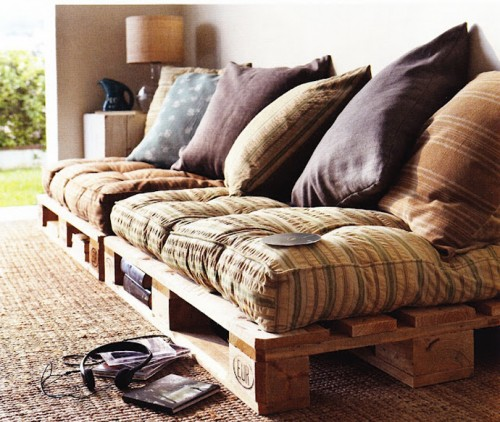 Foto via www.bestdesigntuts.com - Nu exista limite in posibilitatile de refolosire a paletilor din lemn