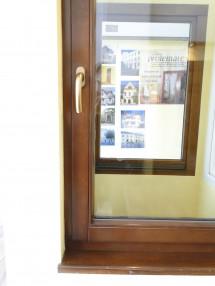 Detaliu fereastra din lemn stratificat rasinos - Ferestre din lemn