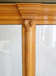 Detaliu ferestra cu ornamente - Ferestre din lemn