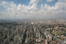 O organizare liniara inconfundabila cand e vazuta din inaltul cerului: Sao Paulo (foto: www.airliners.net) - Orase dezvoltate pe verticala