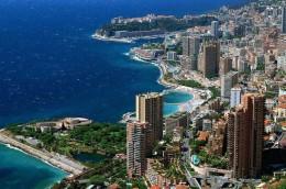 Principatul Monaco a fost silit sa se dezvolte pe verticala din pricina terenului extrem de limitat, stancos si el insusi dispus pe verticala (foto: www.goodcharlotte.com) - Orase dezvoltate pe verticala
