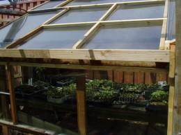 Utilizarea ferestrelor permite o mai buna ventilare la interior (2.bp.blogspot.com - Solar cu acoperis in doua pante