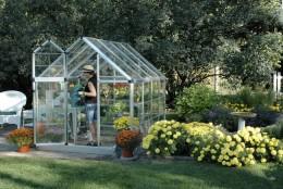 foto: www.easygreenhousegardening.com - Tipuri de solar prefabricat, care poate fi montat direct in locul dorit