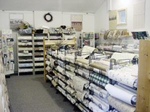 Tapetul autocolant din hartie sau vinil este disponibil intr-o gama foarte larga de imprimeuri (foto: www.harmonyhomedecor.com) - Tipuri de tapet