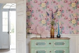 Lemnul si tapetul in culori pastel asigura o atmosfera calda unui interior - Tapet pentru perete, combinatii cu zugraveala sau lemn (colectie Anna French, foto: www.thibautdesign.com)