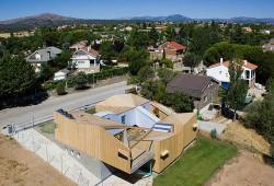 Casa din module2 - Casa realizata din sapte module prefabricate