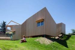 Casa din module5 - Casa realizata din sapte module prefabricate