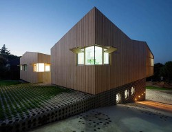 Casa din module6 - Casa realizata din sapte module prefabricate