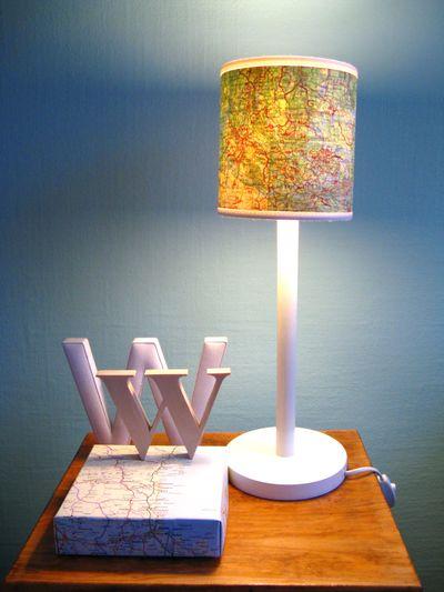 Foto chezlarsson.com - Harti si ghiduri turistice transformate in abajururi, colante pentru mobilier sau tablouri