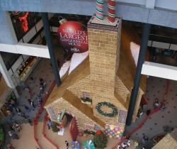 world-largest-gingerbread-house - Cea mai mare casuta din turta dulce din lume