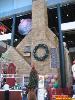 a20070103-Worlds_Largest_GingerbreadHouse_11 - Cea mai mare casuta din turta dulce din lume