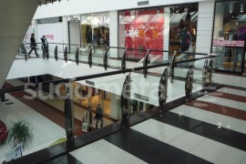 Balustrada Arena Mall Bacau - Balustrade din inox - sticla