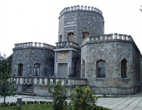 Castelul Iulia Hasdeu, o arhitectura cu turn si metereze - Casa Iulia Hasdeu, o arhitectura cu turnuri si metereze