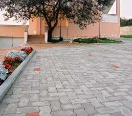 Pavaj cu suprafata beton aparent - UNIWELLE - Pavaje - Semmelrock