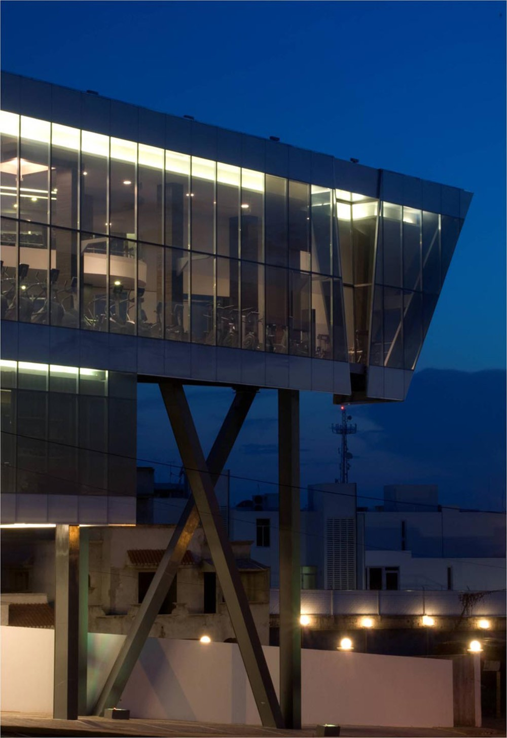 Centru de fitness - Centru de fitness intr-o forma arhitecturala contemporana