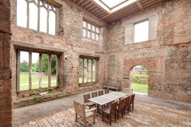 Castelul Astley  - Castelul Astley renovat si transformat intr-un hotel modern