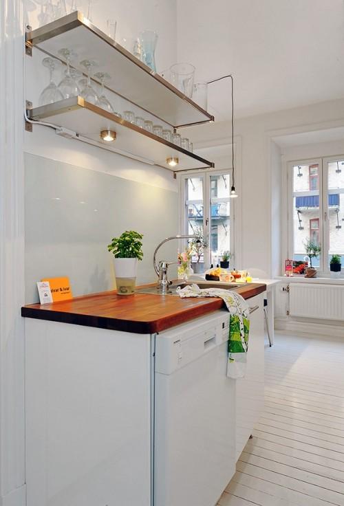 Spoturi luminoase sub rafturi - Un apartament ideal, pentru o familie perfecta: confortabil, practic si accesibil