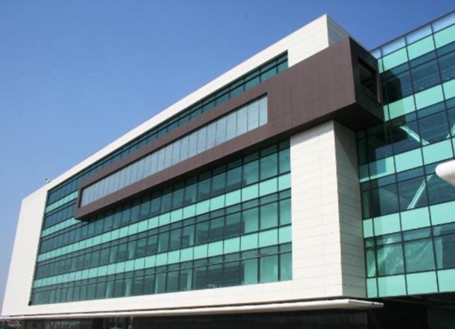 Glass House, Bucuresti - Proiecte de referinta - fatade realizate cu solutii Sika in Romania