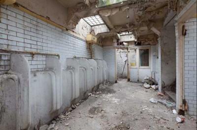 O fosta toaleta publica transformata in locuinta - O fosta toaleta publica transformata in locuinta
