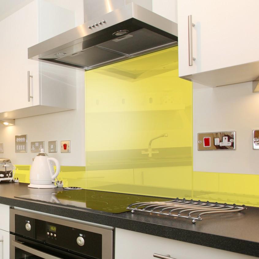 Foto via www moodsplashbacks com2 - Colorata si reflectand stralucirile sticla da un aspect modern permanent