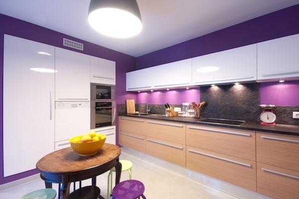 Foto via www wanista com - Colorata si reflectand stralucirile sticla da un aspect modern permanent